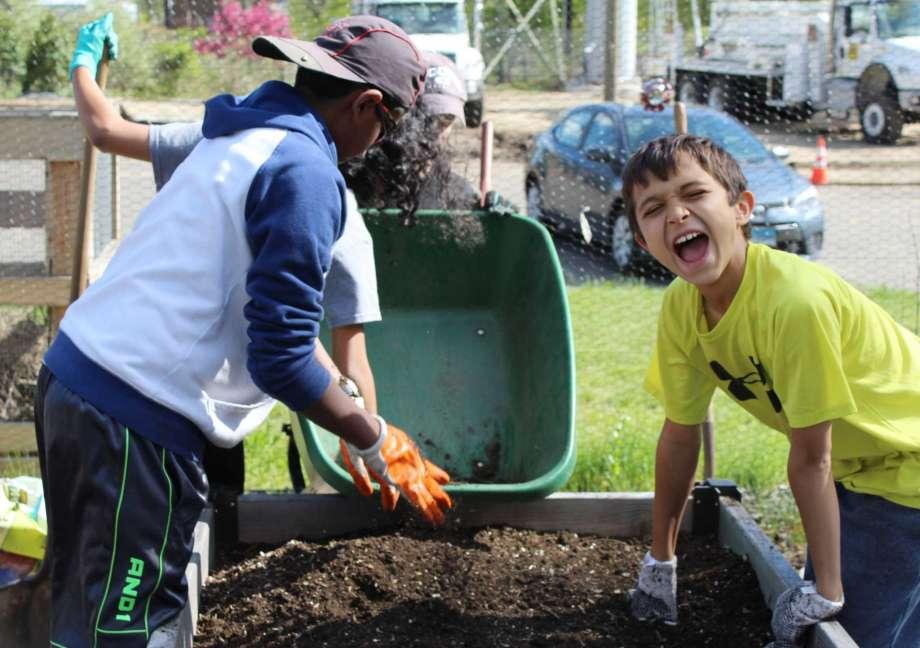 Teen Center Gardening Summer 36